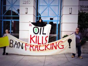 Santa-Monica-Fracking-Protest-Oil